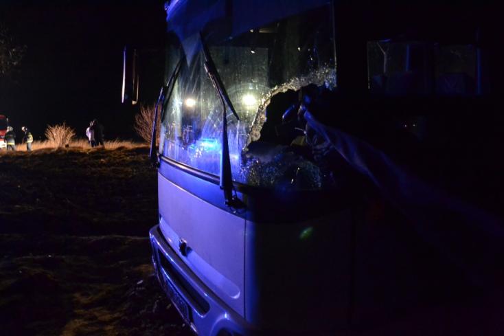 SÚLYOS BALESET: Kamionról lehulló cső nyársalta fel egy busz sofőrjét Nyárasd mellett!