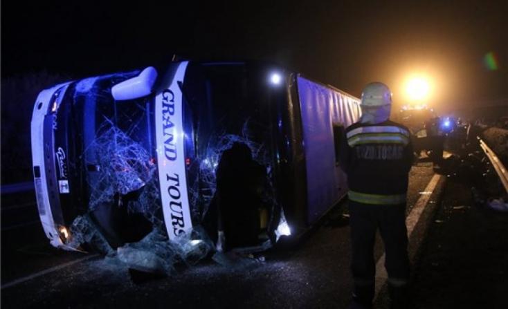 Súlyos buszbaleset - tizenhárman meghaltak