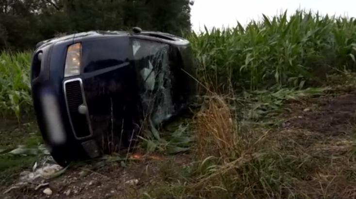 Kamionnal ütközött a Fabia, a fiatal anyukát mentőhelikopterrel vitték el