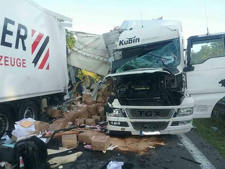 Néhány óra alatt két kamionbaleset is történt ugyanazon a helyen