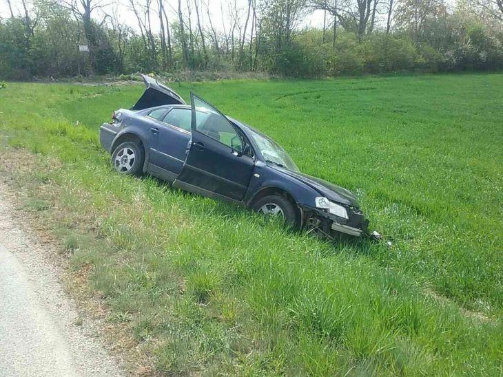 Három autó balesetezett, az egyik kicsúszott az árokba