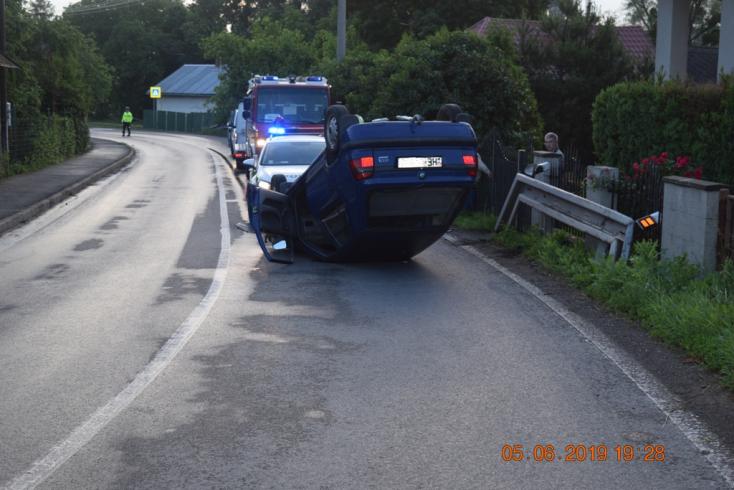 BALESET: Felforgott kocsijával a mattrészeg fickó