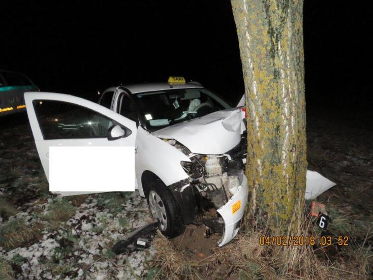 HALÁLOS BALESET: Fának csapódott az autó, szörnyethalt a sofőr