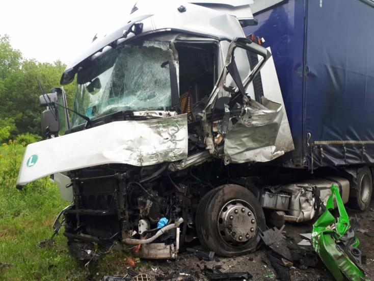 Súlyos baleset: Kamion és teherautó ütközött Jókánál, mentőhelikoptert is riasztottak