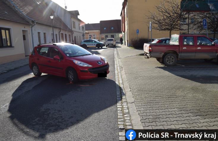 Parkolóból kitolató fiatal autós gázolt halálra egy nőt