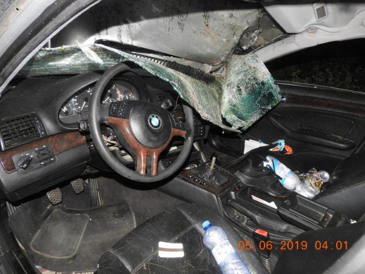 HALÁLOS BALESET: Kirepült a fiatal sofőr a többször átforduló BMW-ből (FOTÓK)