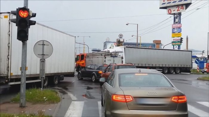 Gyakran áll le a forgalom emiatt, de a rendőrök inkább nem büntetnek