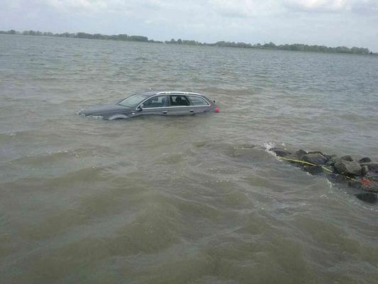 Dunából húztak ki egy autót Dunacsúnnál