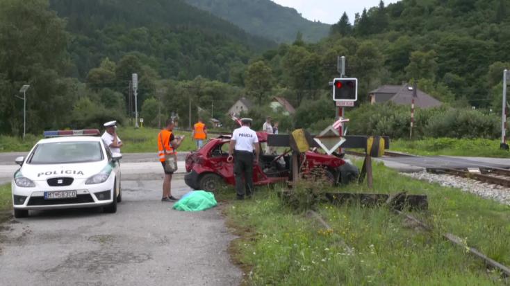 TRAGÉDIA: Szörnyethalt a négygyermekes apa, miután kocsijával ráhajtott a sínekre