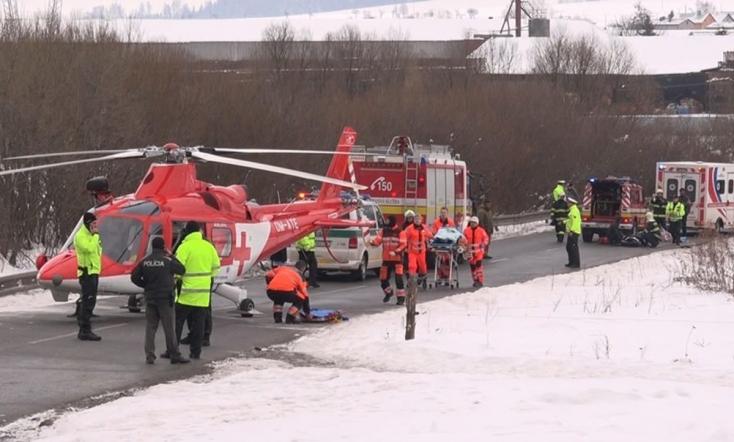 SÚLYOS BALESET: Gyerekek közé hajtott egy autó Szlovákiában!