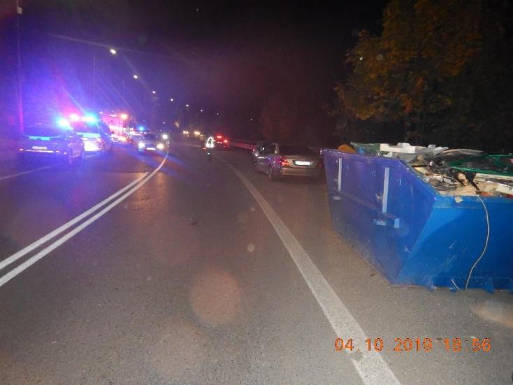 Súlyos baleset: konténer mögül rohant ki az autó elé egy négyéves kisfiú