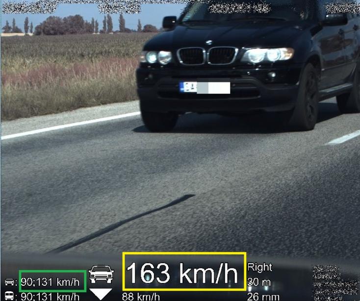 Egymással versenyzett egy BMW és egy Kia, a zsaruk intették le a futamot!