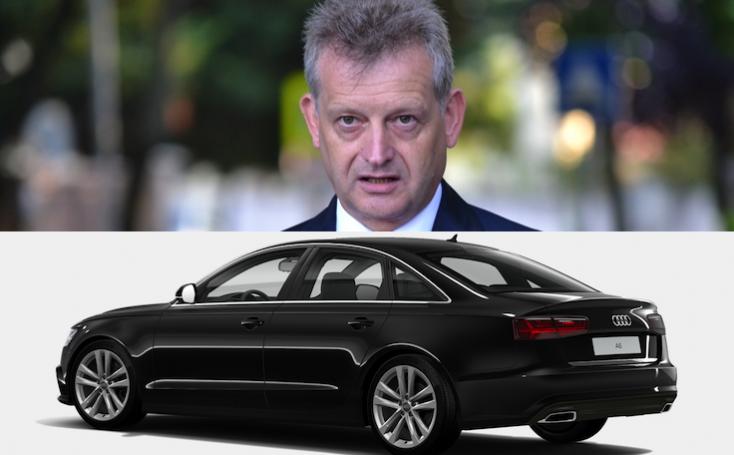 A polgármester fullosan felextrázta az A6-os Audit