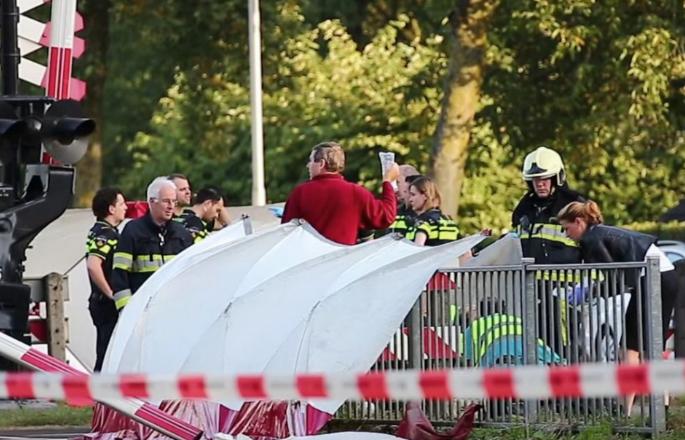 Vonat és bicikli ütközött Hollandiában, gyerekek haltak meg