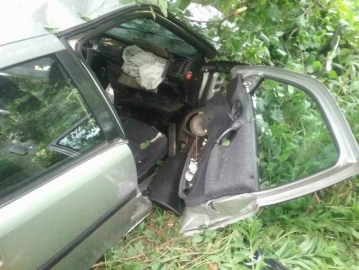 SÚLYOS BALESET: Árokba borult az autó, öten megsérültek!