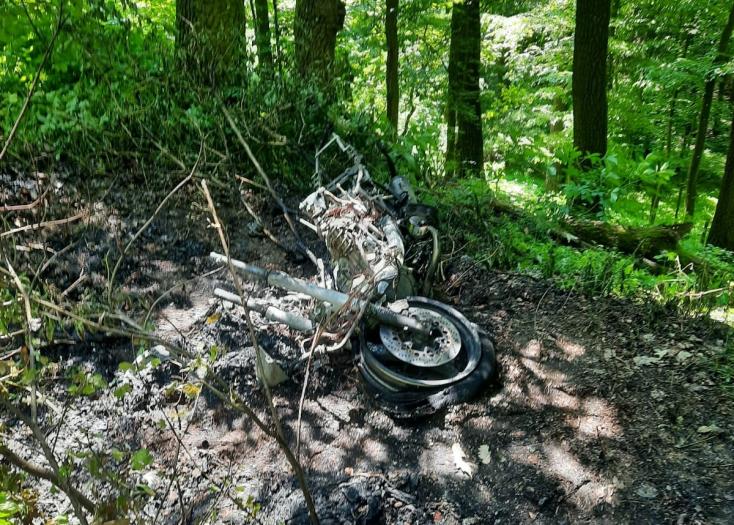 Nem tudni, miért tért át a szembesávba a sofőr, aki frontálisan ütközött egy motorossal