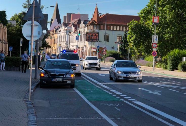 BALESET: Fiatal medikus segített a rosszul lett sofőrön Dunaszerdahelyen