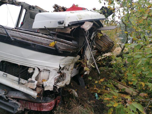 BALESET: Kisteherautó és személykocsi ütközött Nagyabony közelében