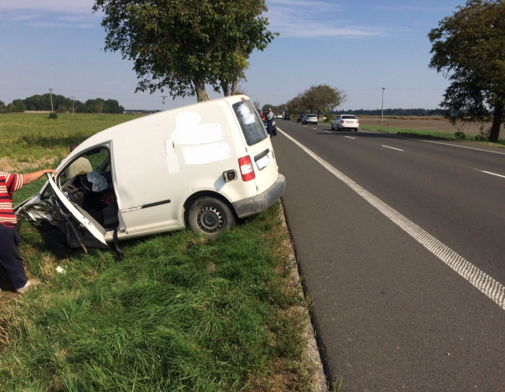 BALESET: Kamionnal ütközött egy furgon a 63-as főúton Dunaszerdahely közelében