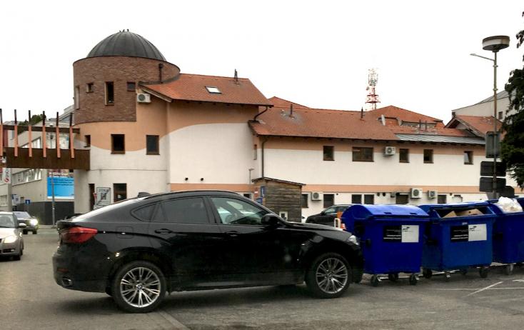A reggeli csúcsban oda parkolhatsz, ahova csak akarsz, ha elég bunkó vagy