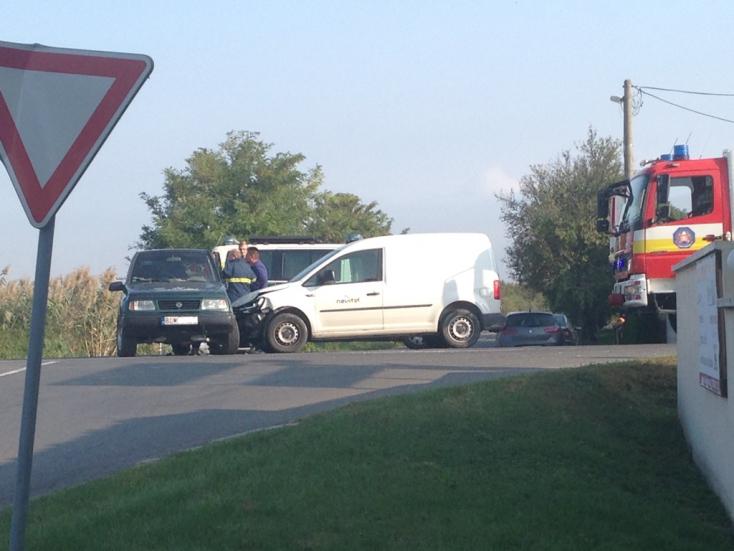 BALESET: Terepjáró és furgon ütközött Felsőpatonynál