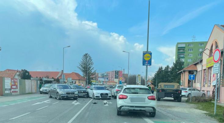 BALESET: Több személyautó ütközött Dunaszerdahelyen