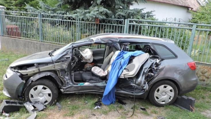 SZÖRNYŰ: Nem állt meg a stopnál a sofőr, életéért küzd anya és lánya