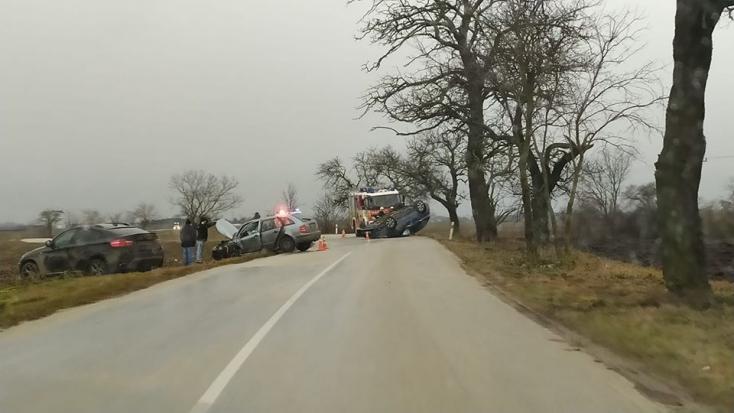 Több baleset is történt a Csallóközben, Csukárpakánál tetejére borult egy autó!