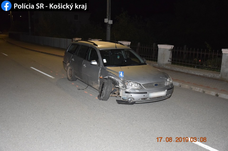 Jogsija nincs, piált eleget, neki is mentegy parkoló kocsinak