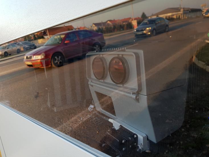 Telefonáló sofőrökre (is) vadásznak a zsaruk a Csallóközben!