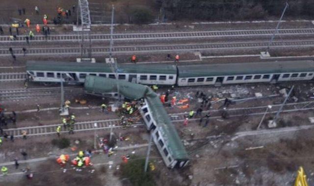Kisiklott egy személyvonat Milánó közelében, halálos áldozatok is vannak