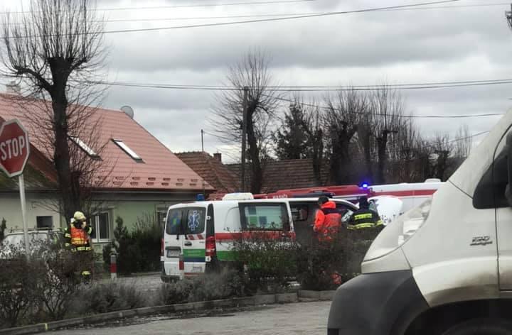 BALESET: Két személykocsi és egy mentő ütközött Légen