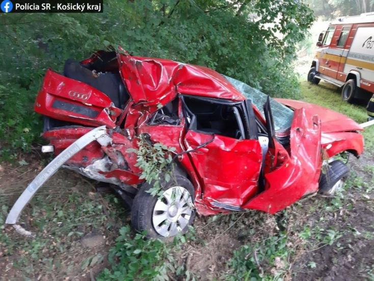 BALESET: Ebből az Audiból saját lábán szállt ki a 19 éves sofőr