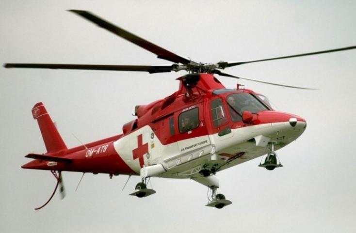 BALESET: Felborult egy markológép, mentőhelikoptert riasztottak a helyszínre
