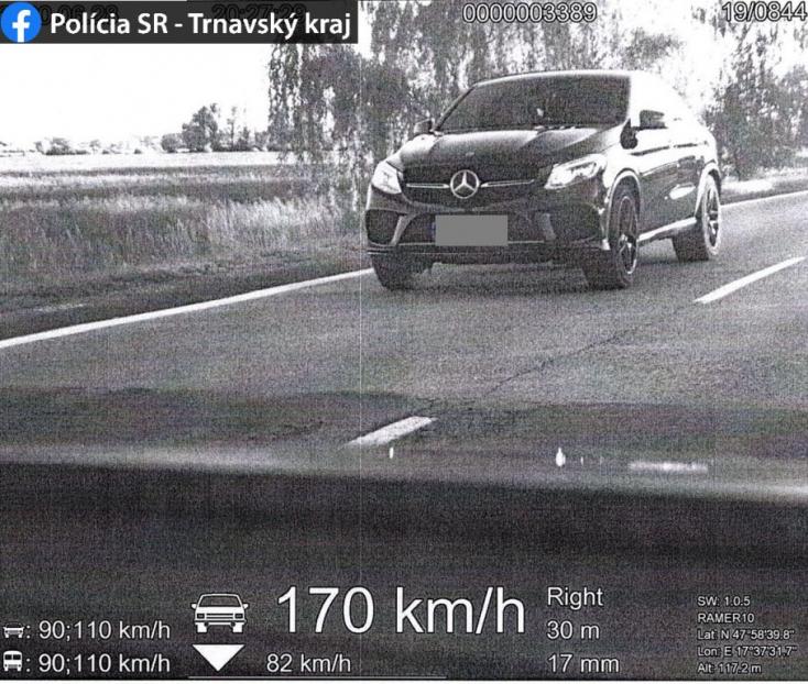 170-nel repült egy Mercedes a 63-ason Dunaszerdahely mellett