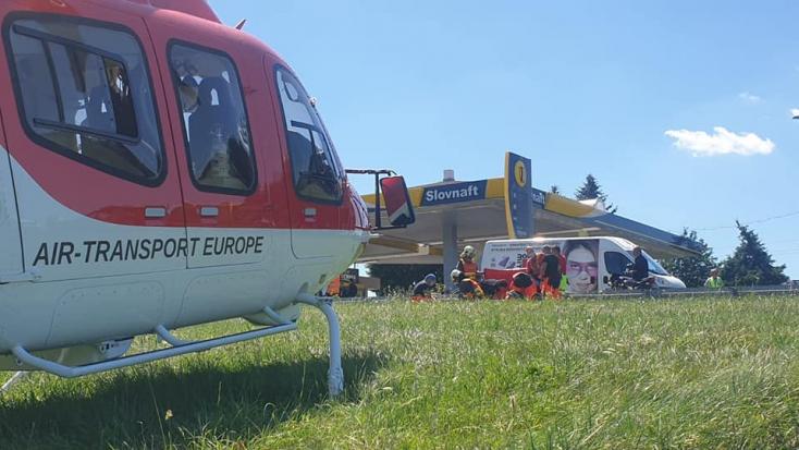 BALESET: Fiatal motoros lány törte lábát, mentőhelikoptert hívtak