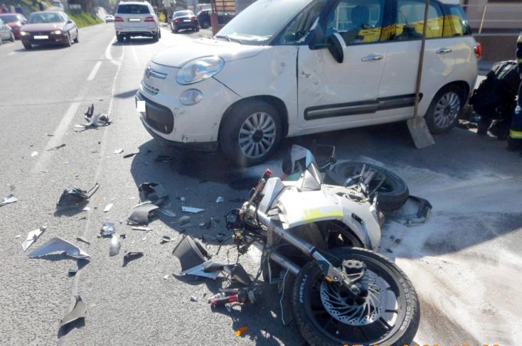 SÚLYOS BALESET: Motoros sérült meg, miután kihajtott elé egy kocsi