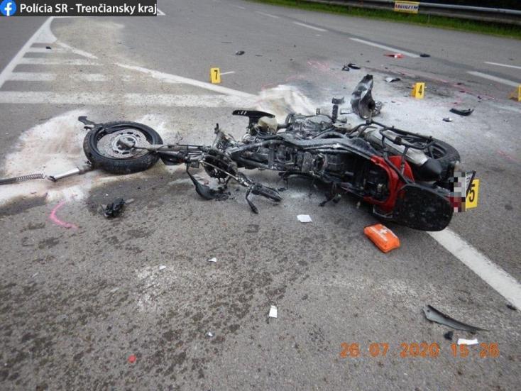 TRAGIKUS BALESET: Ketten meghaltak, mikor a kanyarodó Suzukiba hajtott egy motoros