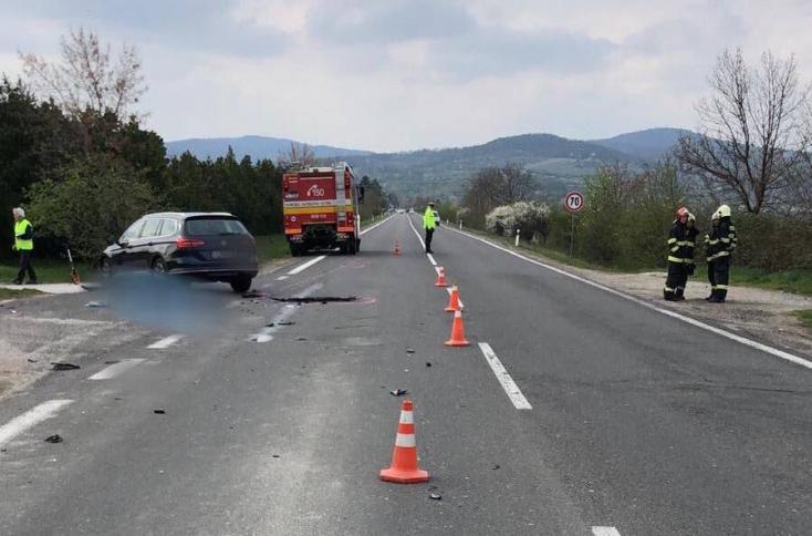 A VW Passat sofőrje nem adott előnyt a 21 éves motorosnak, aki emiatt meghalt