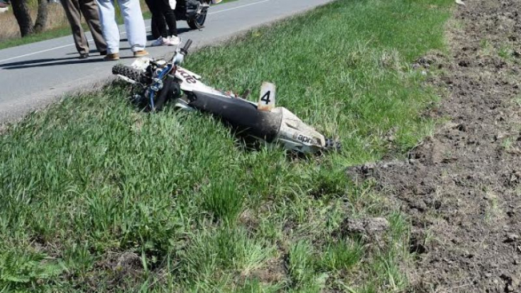 Tök részegen fel mert ülni a motorra, össze is törte magát