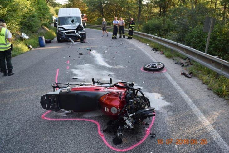 Két baleset: egy motoros életét vesztette, egy súlyos állapotban