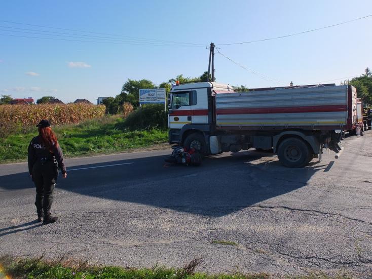 Súlyos baleset: Teherautó és motorkerékpár ütközött Somorján