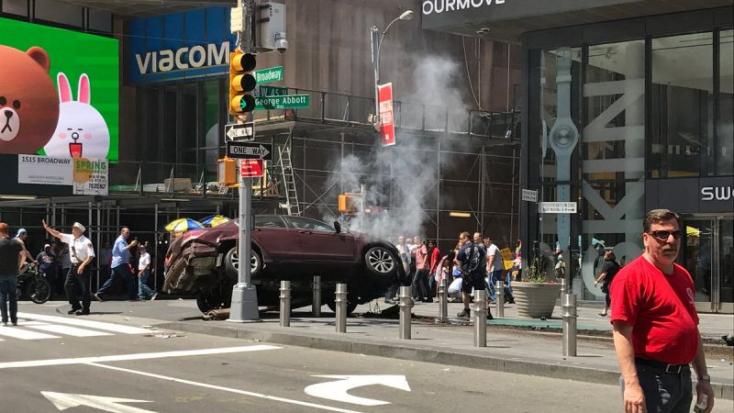 Részeg hajtott a járókelők közé New Yorkban - egy halott, 19 sérült!