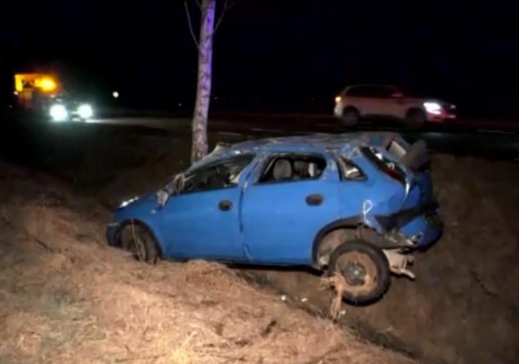 SÚLYOS BALESET: Részeg sofőr lökte le az útról az Opelt, majd továbbhajtott!