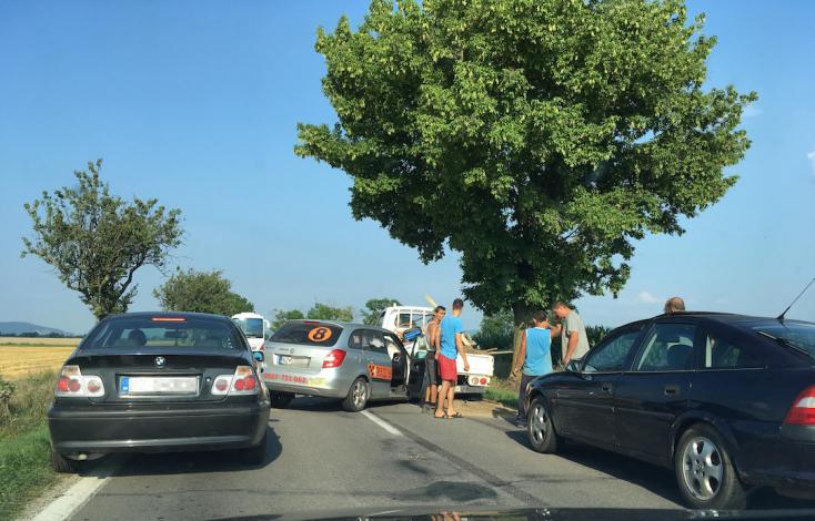 BALESET: Kisteherautó és személygépkocsi ütközött a 63-as úton