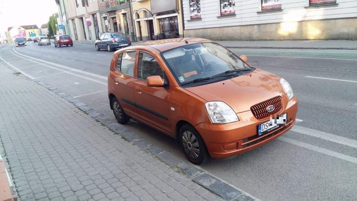 PARKOLÁS: Ez a kicsi kocsi elmerengett a régi szép időkön