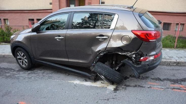 Parkoló autóba hajtott bele a részeg szerdahelyi, majd gyalog próbált lelécelni!