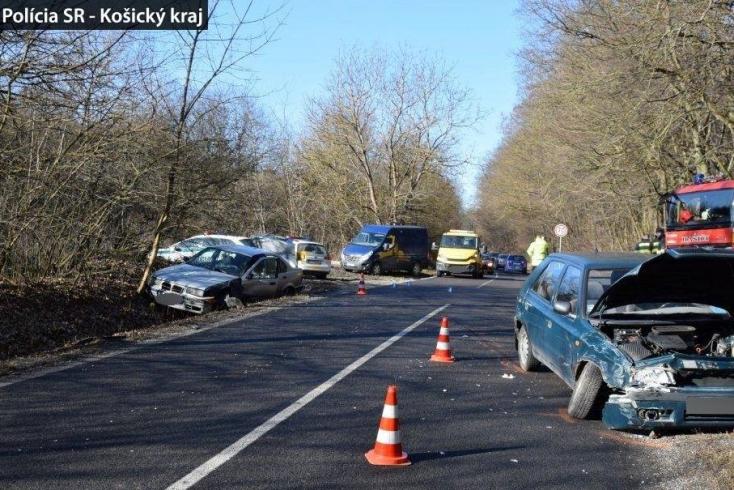 BALESET: 14 éves srác vezette a BMW-t, ami belehajtott egy 73 éves nyugdíjas autósba