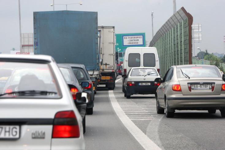 Forgalom: 20 perc várakozás Dénesden, negyed óra Dunahidason