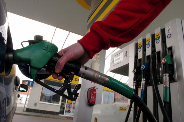 Januártól újféle módon jelölik az üzemanyagot a benzinkutakon